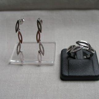 Earrings and ring, 14 kt gold