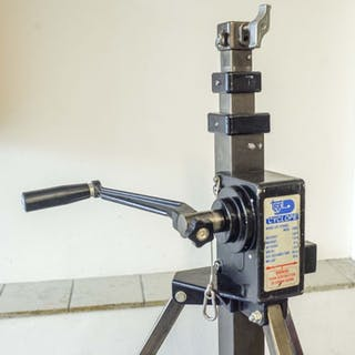 Tred Cyclope, model 7800 windup tripod on wheels