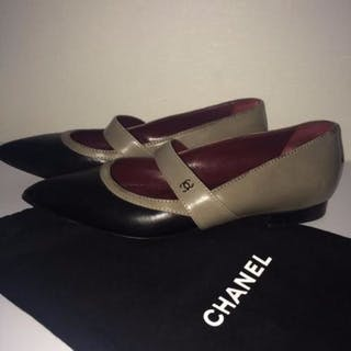 Chanel - CC logo -leather pumps with low heel