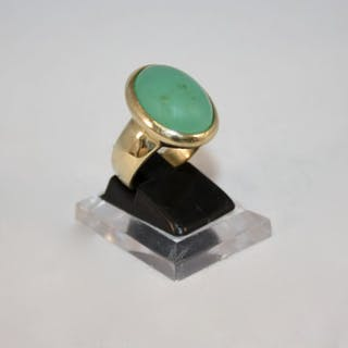 Ring in 18 kt gold and Jade