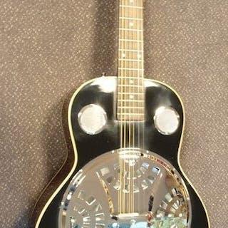 ChS - Spider Resonator, Dobromodel met hoes, Pianolak Zwart - Resophonic guitar