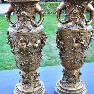 A pair of large bronze/brass vases (approx. 83 and 84 cm) - Japan - circa 1900