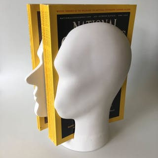 Ramón Middelkoop en Chris Koens - Invotis - Bücherständer in Form eines Kopfes