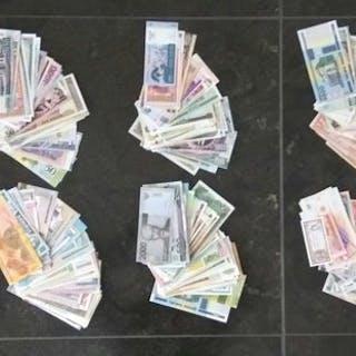 Mondo - Circa 1000 bankbiljetten uit de gehele wereld
