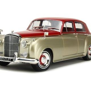 MiniChamps - 1:18 - Bentley S2 1960 - Silver / Dark Red