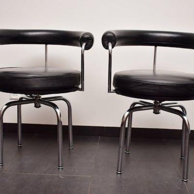 Draaistoel In Auto.Le Corbusier Cassina Chair 2 Draaistoel Barnebys