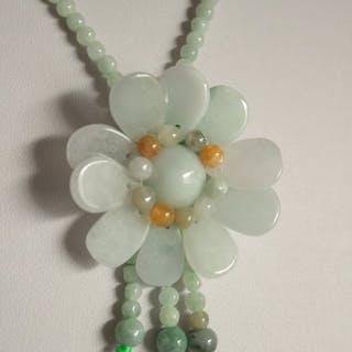 Jadeide - Halskette mit Anhänger
