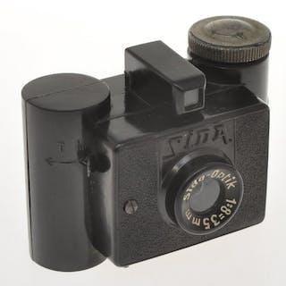 G.P.M.  Sida Italian patent, rare subminiature camera in black bakelite, exc++++