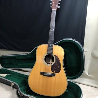 Martin - HD28 - Acoustic Guitar - United States of America - 2003