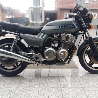 Honda - CB 750 F - 750 cc - 1983