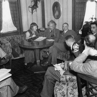 Unknown/Acme - Albert Einstein & others, 1933