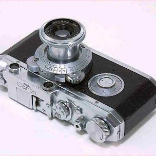Canon Replica schaal 1:1,4 van de eerste officiële Canon-camera (1936)