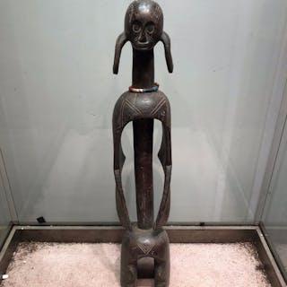 Statua di antenato (1) - Legno, Perle di vetro - Mumuye - Nigeria