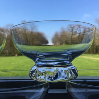 Daum  - Magnifique série de 7 coupes à champagne  - Cristal taillé