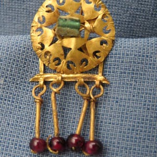 Ancient Roman Gold - Earring with glass and garnet stone - 1st-3rd century A.D