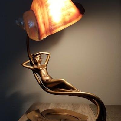 Lampada Da Tavolo In Stile Art Nouveau A Forma Di Ninfa Su Motivo Fogliare Barnebys