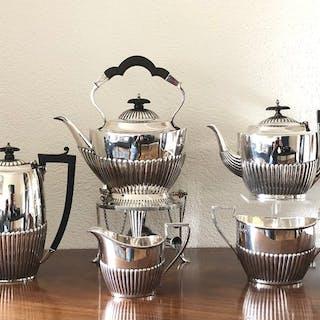 Silberne Kaffee-und Teeservice mit Bouilloire - .925...