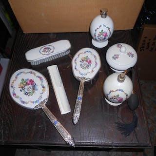 Juego de tocador (7) - porcelana - Italia - no disponible