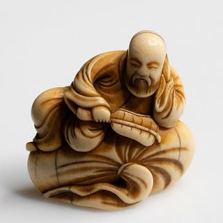 Netsuke (1) - Ivory - AN EARLY NETSUKE OF A CHINESE SAGE...