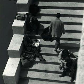 Kees Scherer (1920-1993) - People on the pont d'Alma - Paris 1956