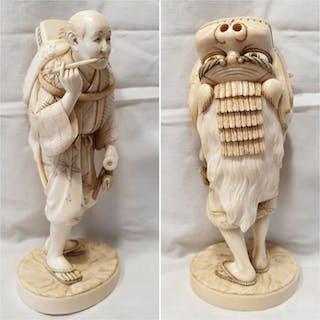 Okimono (1) - Elephant ivory - Shishi-mai dancer - Japan...