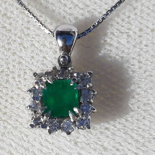 18 kt. White gold - Necklace with pendant - 0.51 ct Emerald - Diamonds