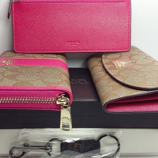 2 CoachSignature Wallets Set With Keyring And Removable Zipper Pocket In Box***