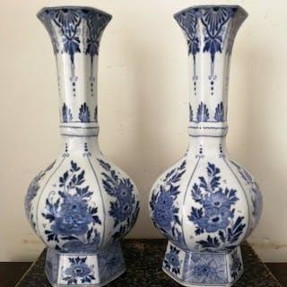Maastrichts Aardewerk - Vase (2) - Porzellan