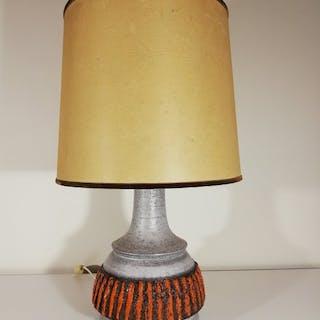 Elegante und große künstlerische Tischlampe aus Keramik
