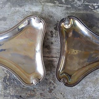 A pair of trilobed serving dishes(2) - .950 silver...
