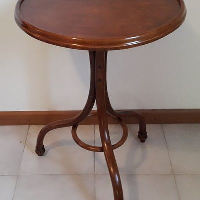 Thonet, J.&J. Kohn - Tavolino da salotto (1)