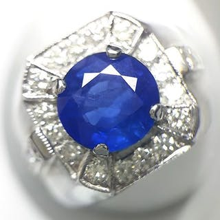 18 kt. Gold - Ring - 4.20 ct Sapphire - Diamonds