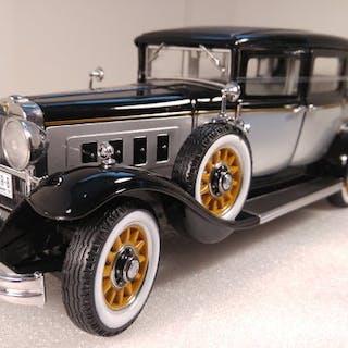 AutoWorld - 1:18 - Peerless Master 8 Sedan 1931 - Limited Edition 1 oder 1.500