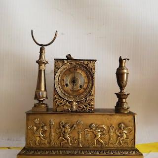 Uhr - Patinierte Bronze - Ende des 18. Jahrhunderts