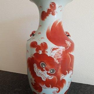 Vase (1) - Porcelain - Buddhist temple lion baluster vase...