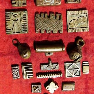 Besondere Goldgewichte (19) - Bronze und Blei - Akan Ashanti - Ghana