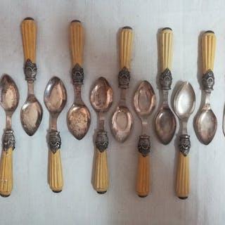 Löffel und zwei kleine Messer mit Sepiolithgriffen (12) - .925 Silber