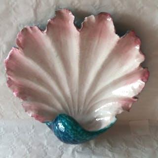 Wunderschöne Vintage Keramik in Form einer großen Muschel.
