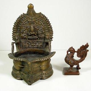 Öllampe und Gewicht (2) - Bronze - Indien - first half...