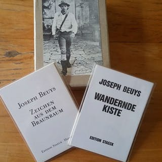 Joseph Beuys- Lot of postcards sets and box - 1984