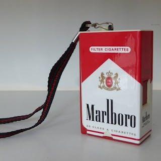 Marlboro unieke 110 camera in de vorm van een pakje sigaretten.