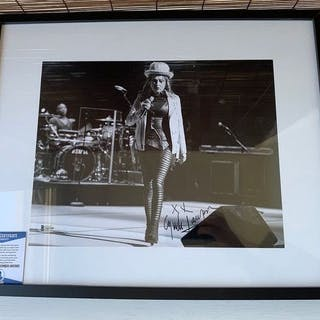 Cindy Lauper signed photo with Coa Beckett!! - Foto...