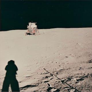 Neil Armstrong/NASA - AS11-40-5961 - Astronaut Neil...