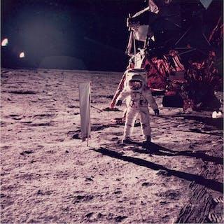 Neil Armstrong/NASA - Apollo 11 - AS11-40-5873 (20 July...
