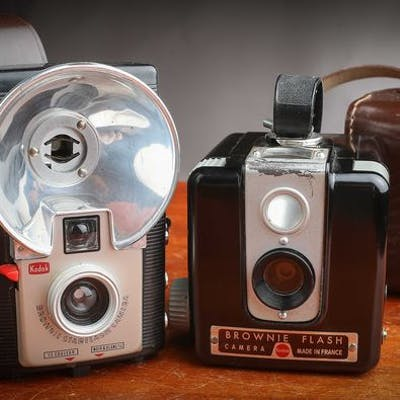 Kodak 2 Brownie Flash et Starflash  avec étui en superbe état 1955