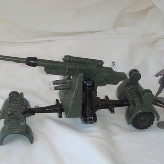 "Dinky Toys - 1:48 - Static German 88MM FLAK 37 Gun with 2 original ""CREW"" - Nr"