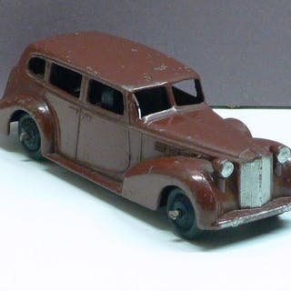 Dinky Toys - 1:43 - No. 39a Packard Super 8 Tourer