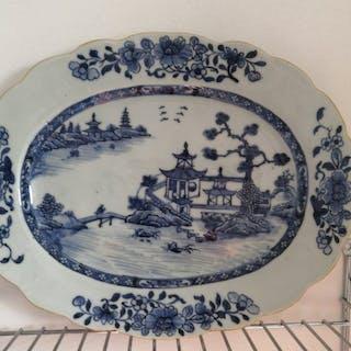 Sous-assiette (1) - Bleu et blanc - Porcelaine - Chine - Qianlong (1736–1795)