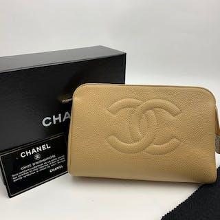 Chanel - CC logo Caviar Pochette