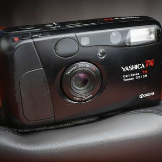 Yashica T4 avec 35mm 3,5 Carl Zeiss Tavec étui
